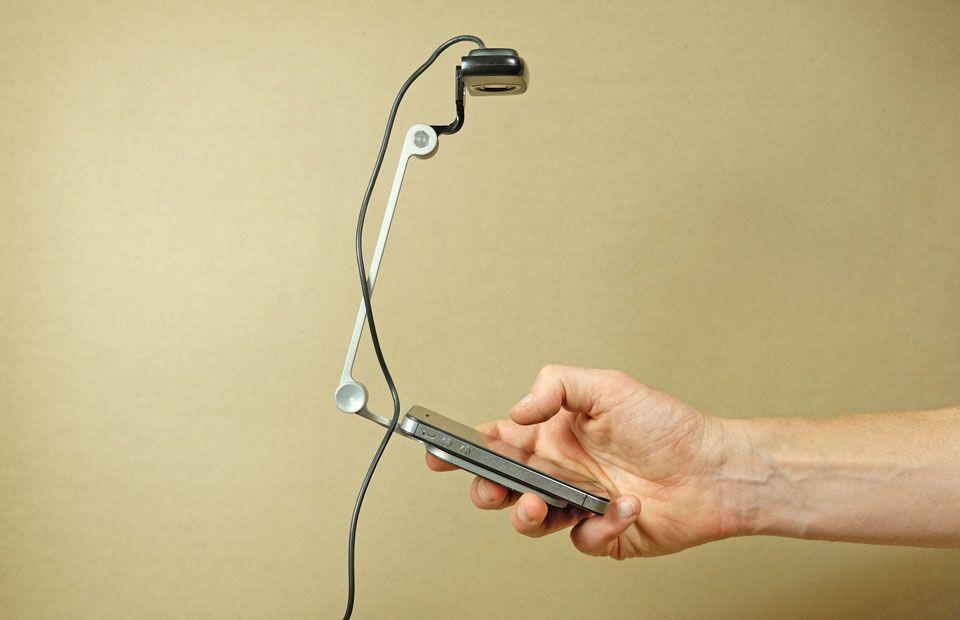 Es gibt Anbieter wie www.mrtappy.com, bei denen du fertige Kamera-Halterungs-Sets fürs mobile Testen bestellen kannst.